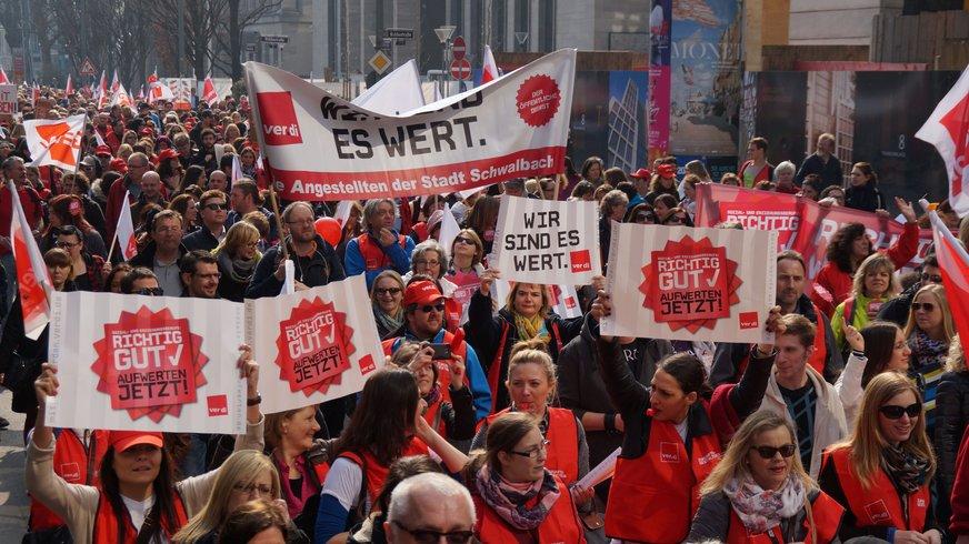 Demonstration von Erzieherinnen