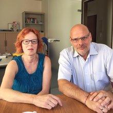 links die Personalratsvorsitzende der Klink, Ruth Auffarrth-Künkel udn rechts der Landesbezirksleiter Jürgen Bothner