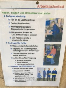 Foto eines Merkblatts mit Tipps zur Arbeitssicherheit.