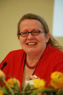 Die scheidende  Landesbezirksvorstandsvorsitzende Ellen Maurer auf einem Portraitfoto von 2015