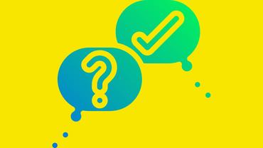 Fragezeichen und Haken vor gelbem Hintergrund als Symbol für die Forderungsdiskussion